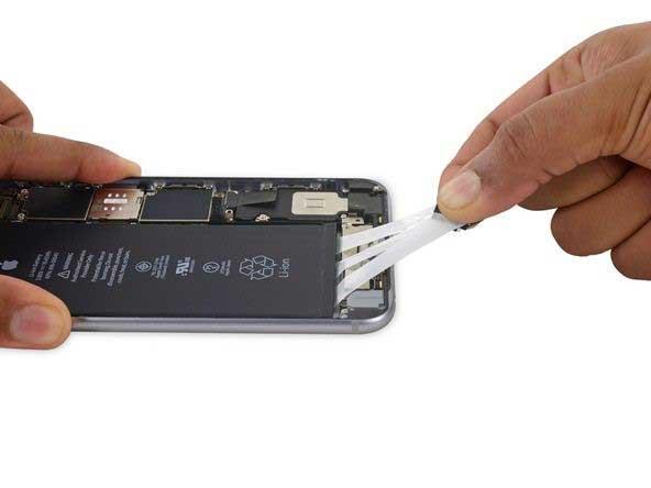 جداسازی چسب های نگهدارنده باتری iphone 6s plus